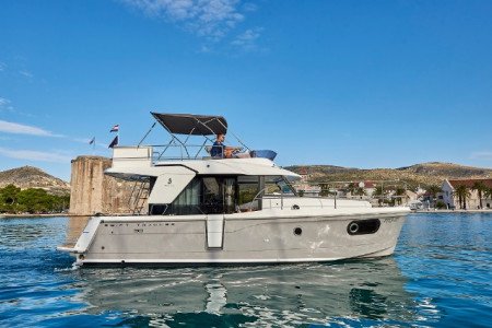 Beneteau-Swift-Trawler-30-5pax