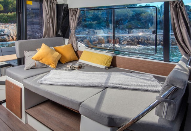 Jeanneau-Merry-Fisher-1095FLY-Motor-Boat-trogir-8pax