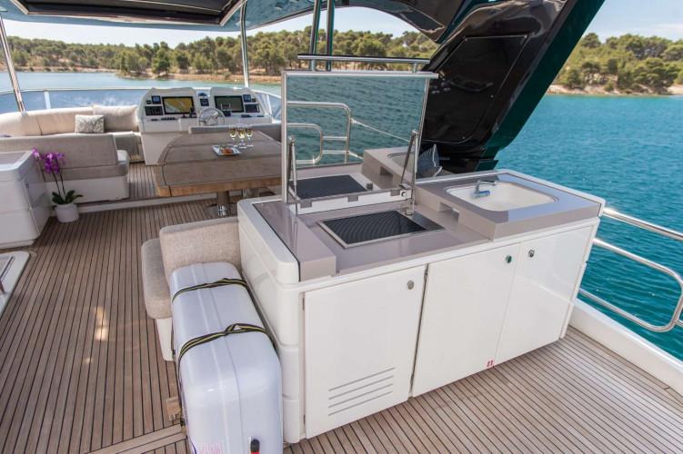 5weeks monte carlo 66 fly 8 pax motor yacht sibenik 21