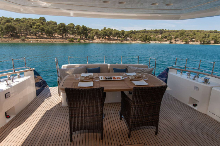5weeks monte carlo 66 fly 8 pax motor yacht sibenik 24