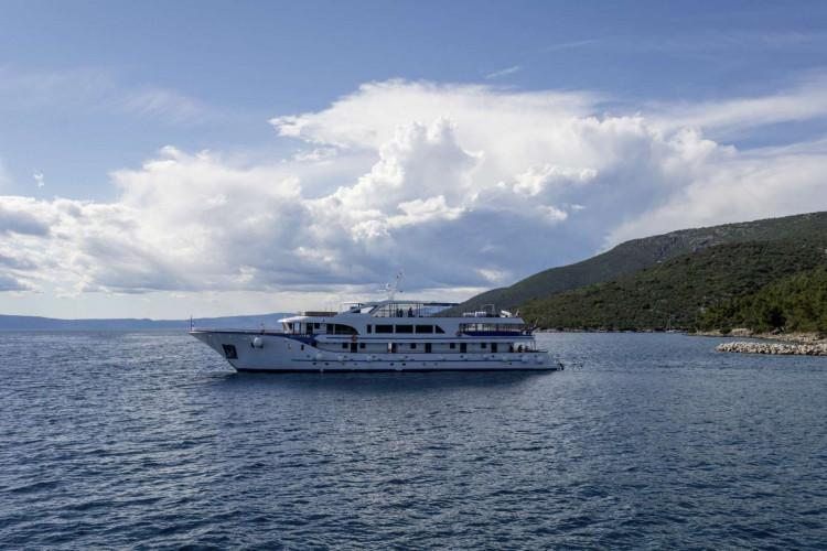 Alpha 19 cabins 40 pax Rijeka 1