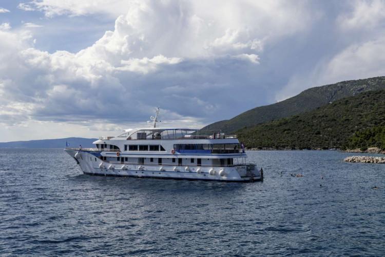 Alpha 19 cabins 40 pax Rijeka 3