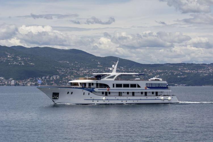 Alpha 19 cabins 40 pax Rijeka 43