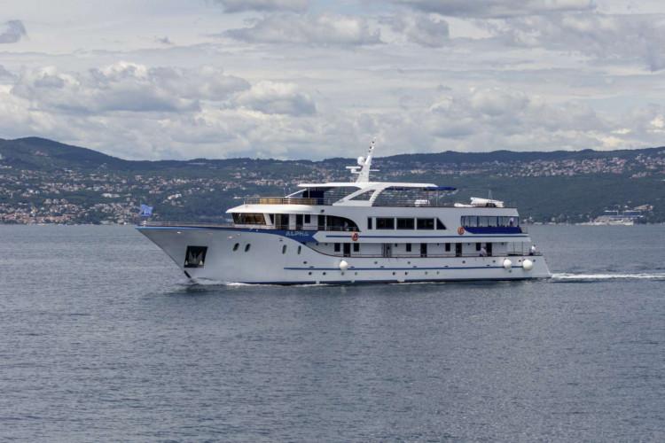 Alpha 19 cabins 40 pax Rijeka 44
