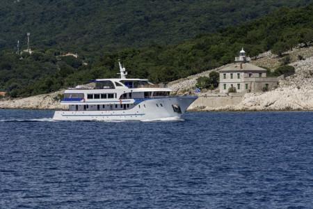 Alpha 19 cabins 40 pax Rijeka 53