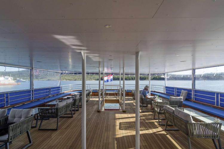 Alpha 19 cabins 40 pax Rijeka 8