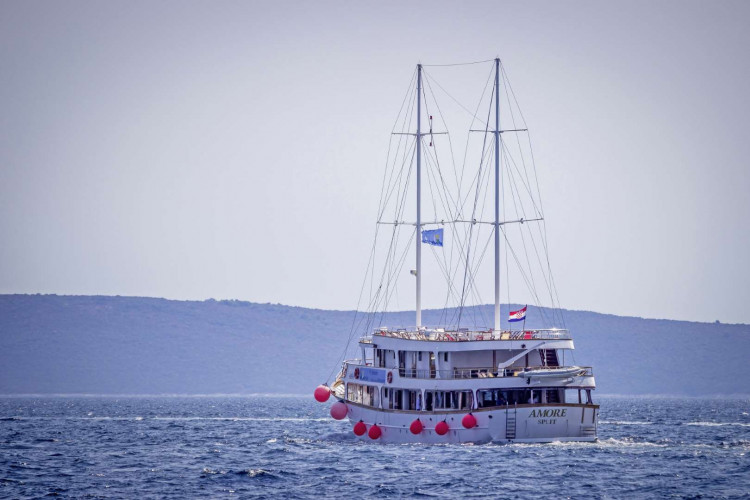 Amore 19 cabins 40 pax Trogir 1