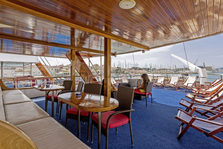 Amore 19 cabins 40 pax Trogir 13