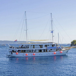 Amore 19 cabins 40 pax Trogir 18