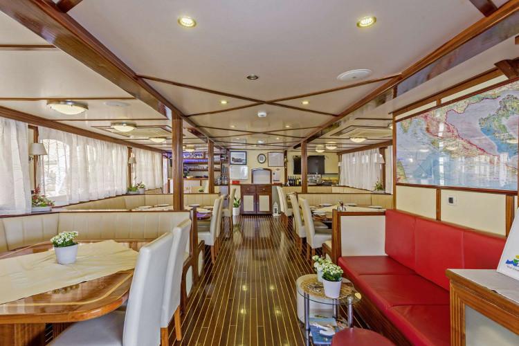Amore 19 cabins 40 pax Trogir 20