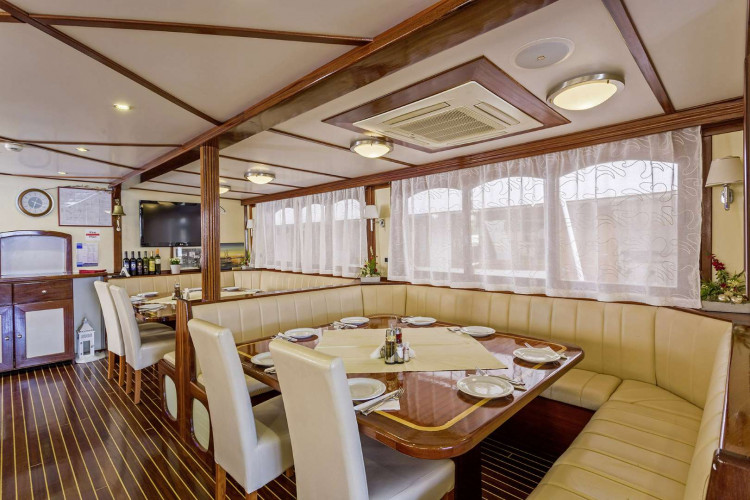 Amore 19 cabins 40 pax Trogir 22