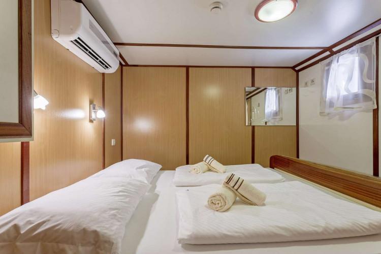 Amore 19 cabins 40 pax Trogir 30