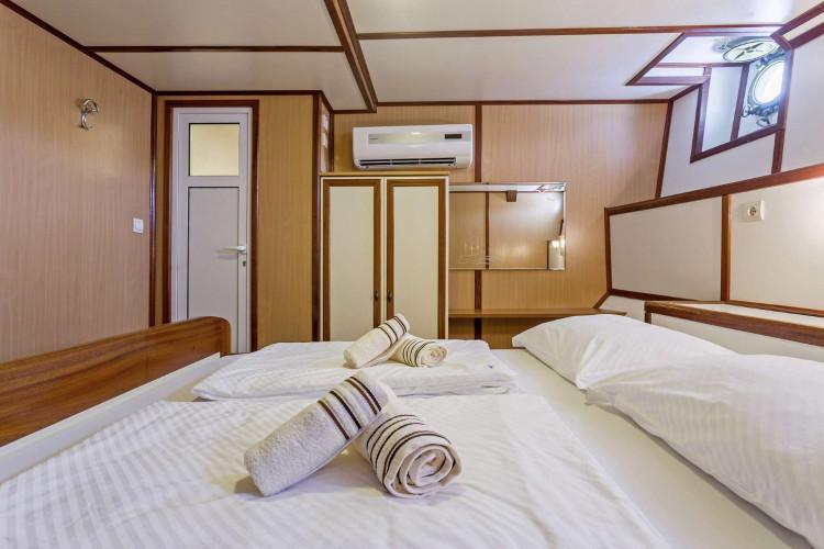 Amore 19 cabins 40 pax Trogir 36