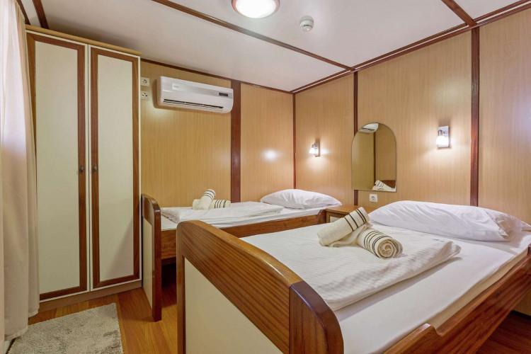 Amore 19 cabins 40 pax Trogir 41