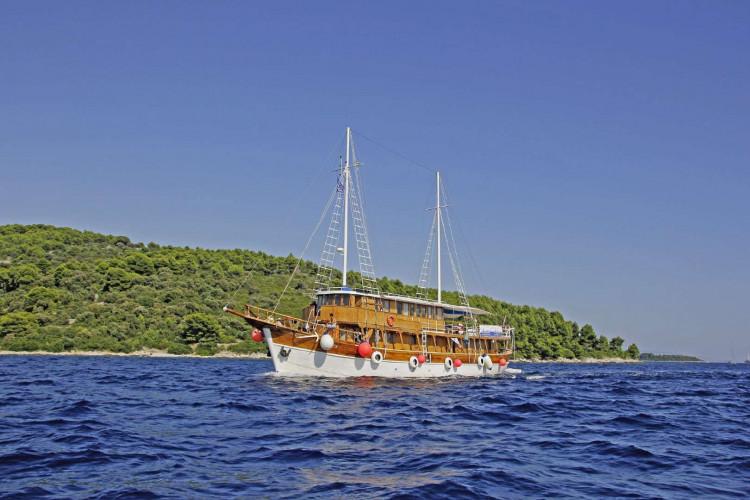 Aneta 15 cabins 32 pax Trogir 2