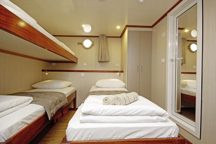 Aria Rijeka 18 cabins 33 pax 34