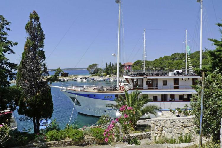 Aria Rijeka 18 cabins 33 pax 7