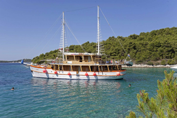 Dalmatino 13 cabins 26 pax Zadar 11