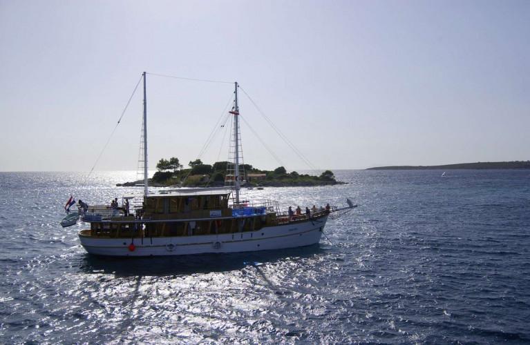Dalmatino 13 cabins 26 pax Zadar 18