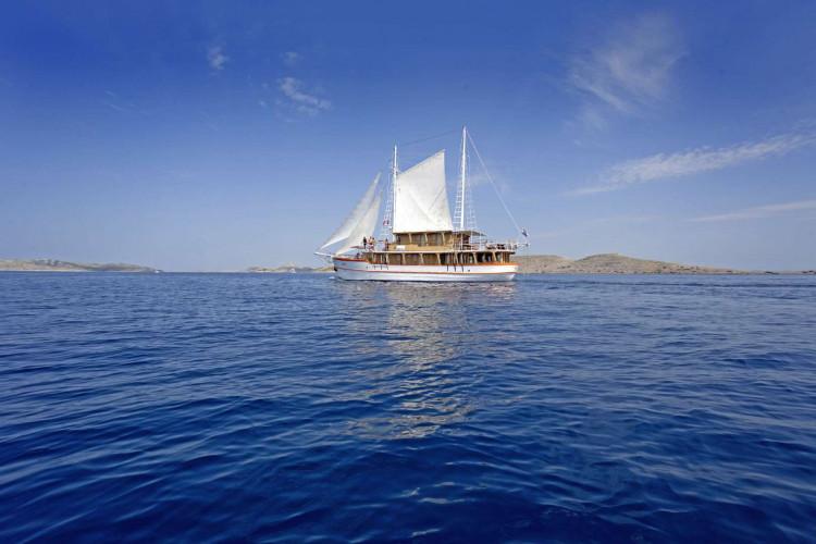 Dalmatino 13 cabins 26 pax Zadar 7