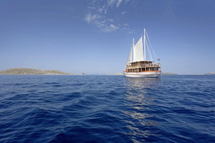 Dalmatino 13 cabins 26 pax Zadar 9