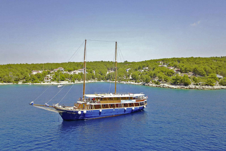 Kruna Mora 16 cabins 35 pax Zadar 11