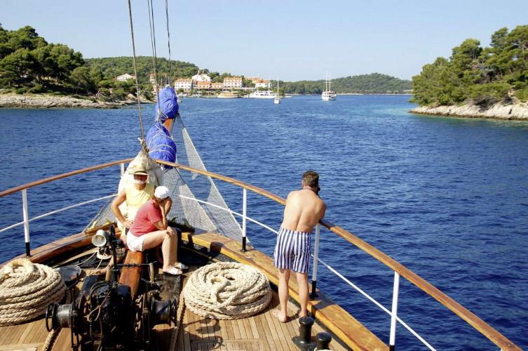 Kruna Mora 16 cabins 35 pax Zadar 12