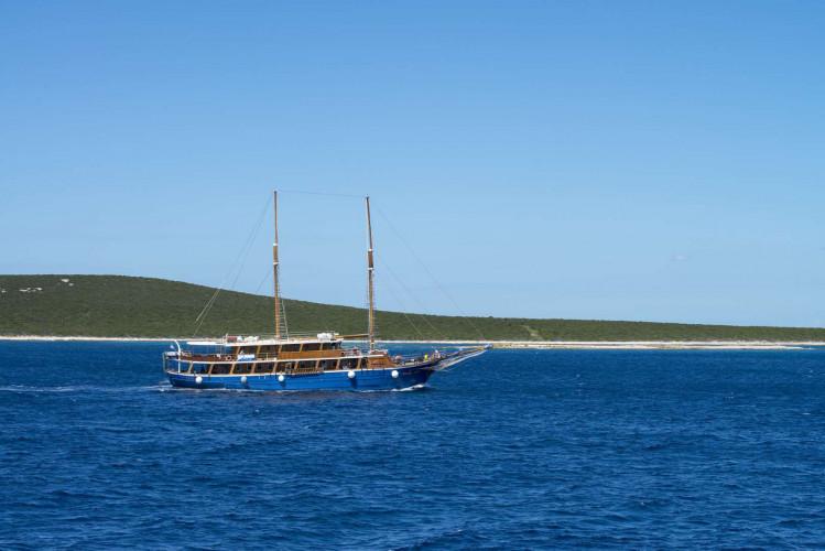 Kruna Mora 16 cabins 35 pax Zadar 9