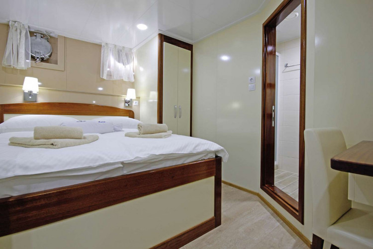 Mystic 19 cabins 40 pax Trogir 102