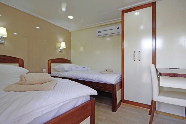 Mystic 19 cabins 40 pax Trogir 104