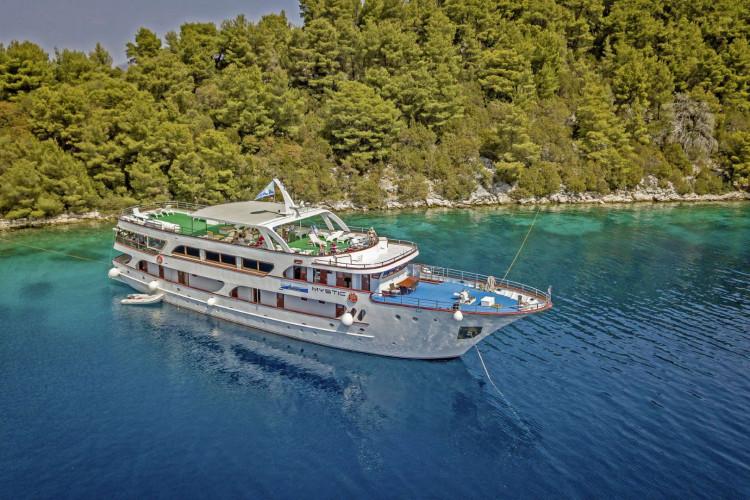 Mystic 19 cabins 40 pax Trogir 9