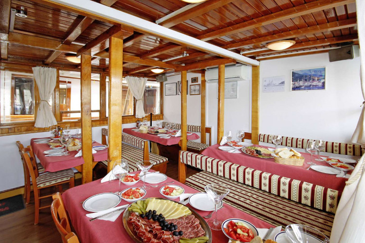 Orkan 10 cabins 20 pax Trogir 14