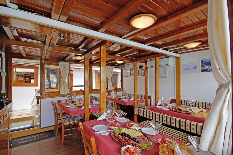 Orkan 10 cabins 20 pax Trogir 15