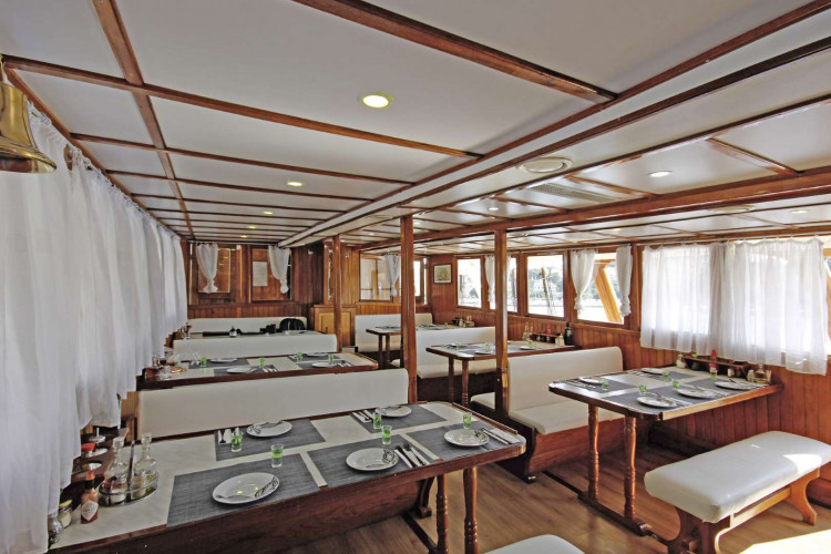 Otac Ivan 17 cabins 3 pax Trogir 35