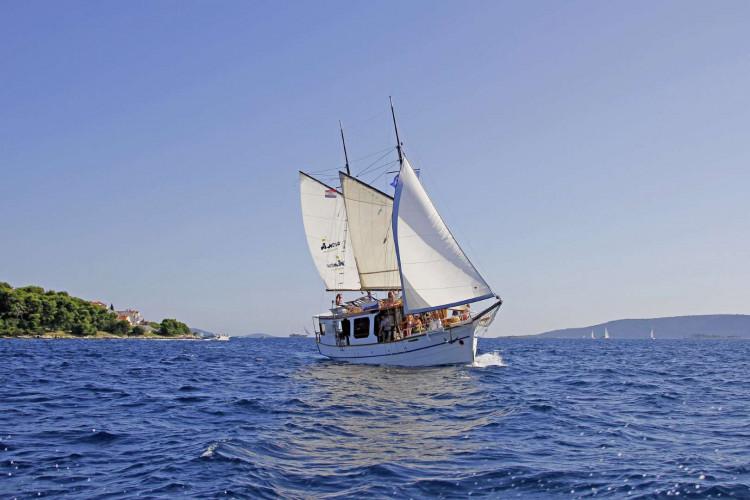 Pravedan 7 cabins 14 pax Trogir 9