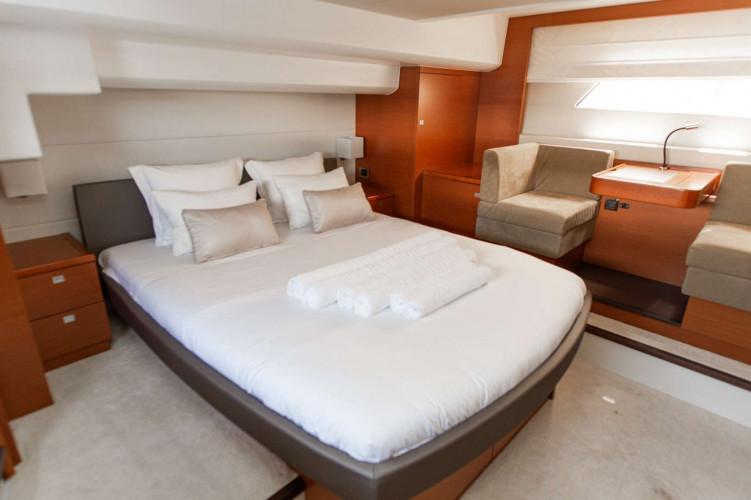 Prestige 550S Atonika 7pax Sibenik motor yacht 16