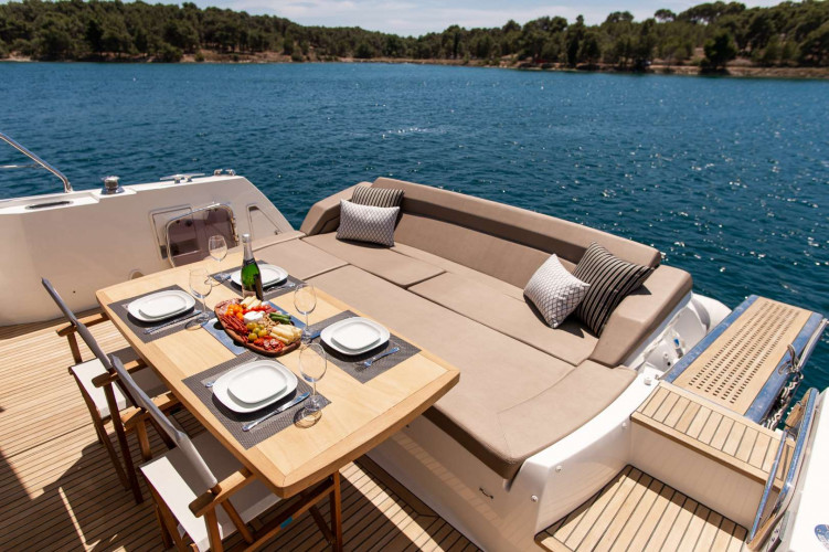 Prestige 550S Atonika 7pax Sibenik motor yacht 28