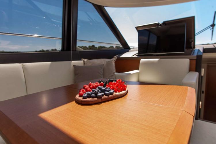 Prestige 550S Atonika 7pax Sibenik motor yacht 37