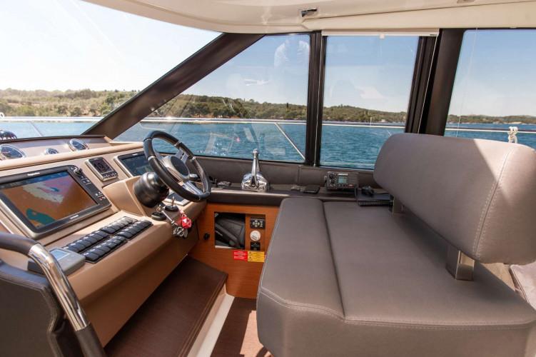 Prestige 550S Atonika 7pax Sibenik motor yacht 38