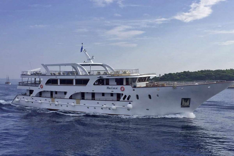 Relax 19 cabins 40 pax Trogir 1