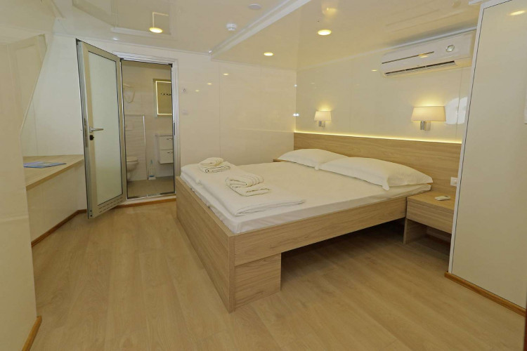 Relax 19 cabins 40 pax Trogir 55