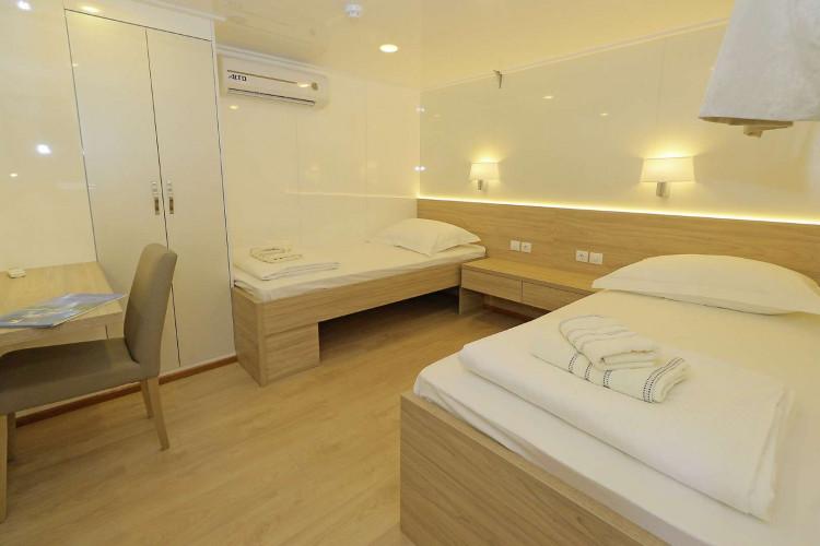 Relax 19 cabins 40 pax Trogir 72