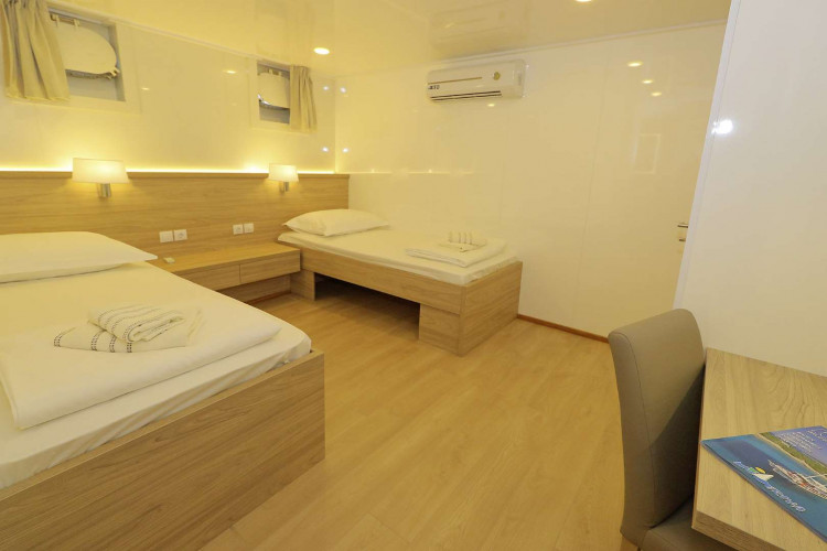 Relax 19 cabins 40 pax Trogir 77