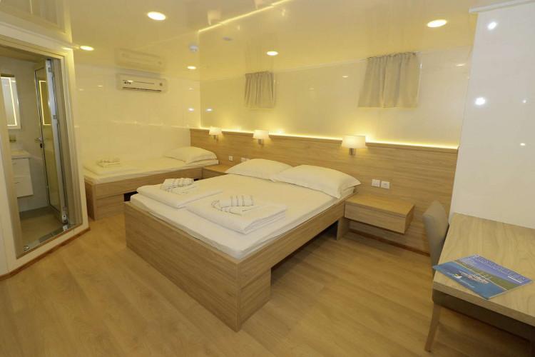 Relax 19 cabins 40 pax Trogir 90