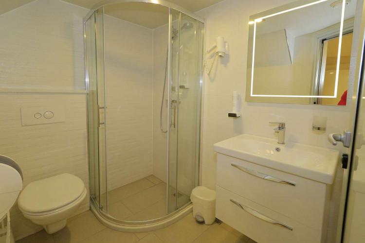 Relax 19 cabins 40 pax Trogir 95