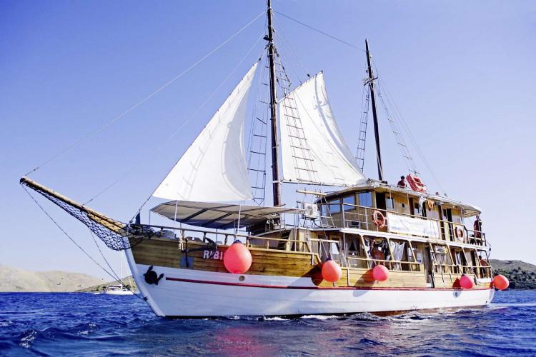 Ribic 10 cabins 20 pax Trogir 1