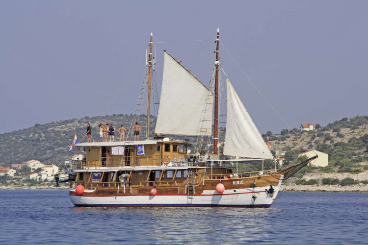 Ribic 10 cabins 20 pax Trogir 2