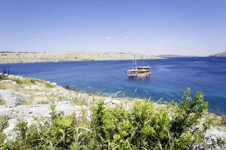 Ribic 10 cabins 20 pax Trogir 4