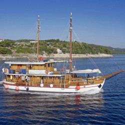 Ribic 10 cabins 20 pax Trogir 5