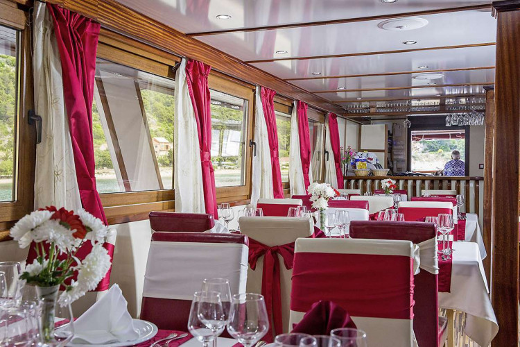 Vita 18 cabins 38 pax 28